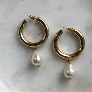 Gold hoop earrings w/pearl